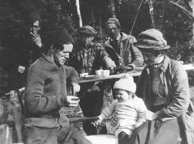 Thomson (back left) with his city visitors (left to right) F.H. Varley, A.Y. Jackson, and Arthur, Marjorie, and Esther Lismer in Algonquin Park, fall 1914.