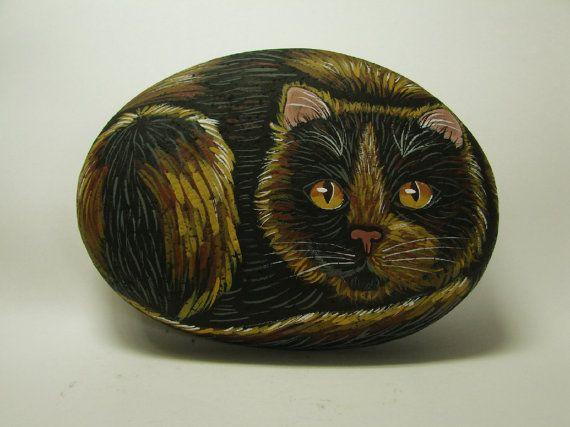 Pintado a mano de gato de la concha roca gatito felino por RocksOk