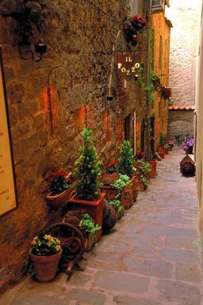 Italy    Alley in Cortona, Toscana, Italy, Arezzo