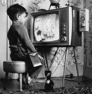 """Historia de la televisión:  -1884: Pual Nipkow y su """"disco de Nipkwow""""  -1930: Las primeras emisiones de televisión  -1931: Manfred von Ardenne: sistema de televisión utilizando tubos de rayos catódicos para transmisión y recepción -1937: Televisión electronica"""