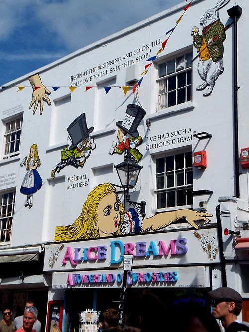 Brighton street art: Alice Dreams, gift shop in Gardner Street