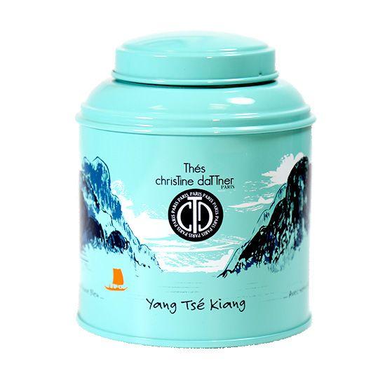 Avec la boite laquée thé vert Yan Tse Kiang, voyagez le long du fleuve bleu, aux arômes de yuzu, citronnelle et gingembre.