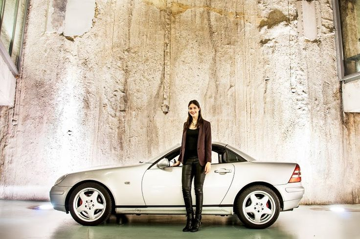 Het Automeisje en haar trouwe (oude) vierwieler