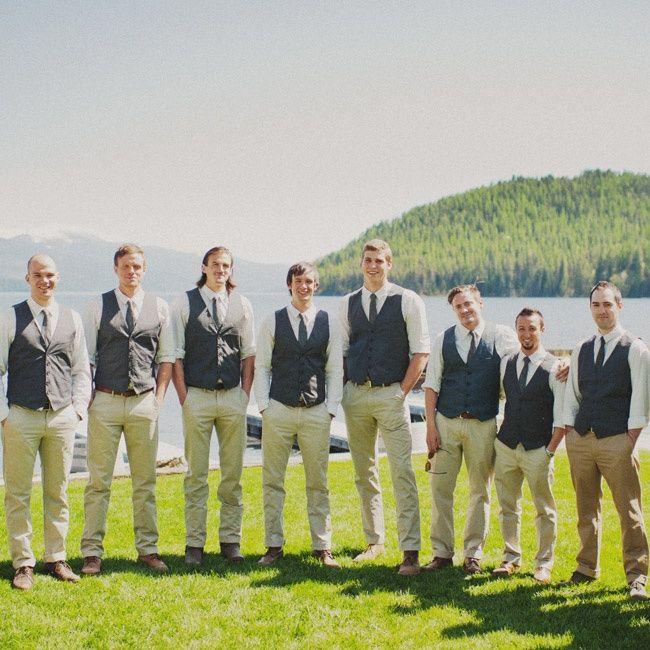 Asi van a ser los groomsmen pero con el chaleco un poco mas azul-gris y todavia hay que pensar el color de la corbata. Pantalon kaki  claro, camisa blanca, pantalon y cinturon cuero cafe
