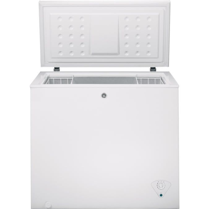 Ge Garage Ready 7 Cu Ft Manual Defrost Chest Freezer White In 2020 Chest Freezer Storage Baskets Cool Things To Buy