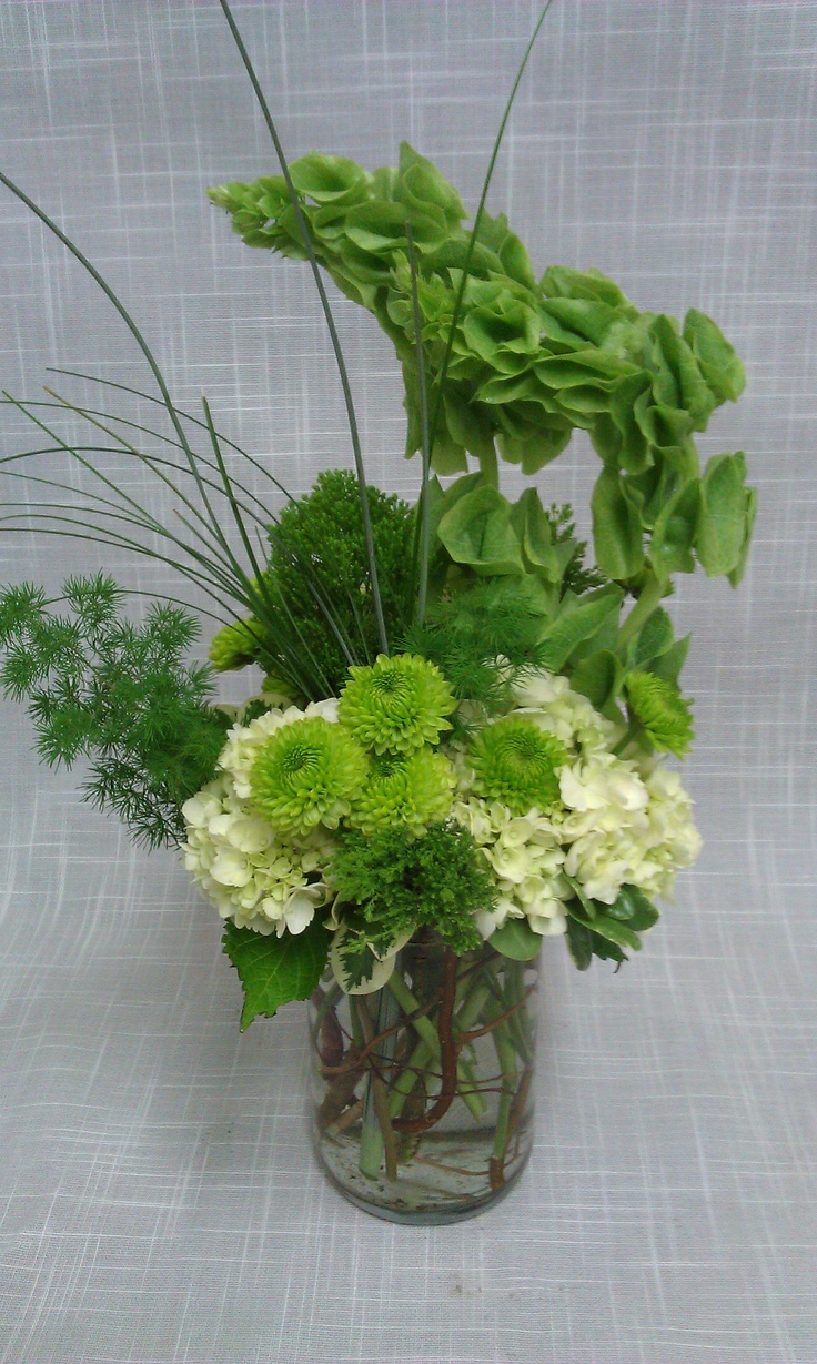 Casual chartreuse green centerpiece works well to brighten for Casual dining table centerpieces