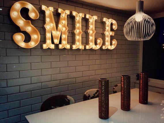 Lettre de renom, lumière de renom, lettre de carnaval, photomaton, éclairé MARQUEE signe, signe de Marqee antique : chapiteau de Style Vintage « SMILE »