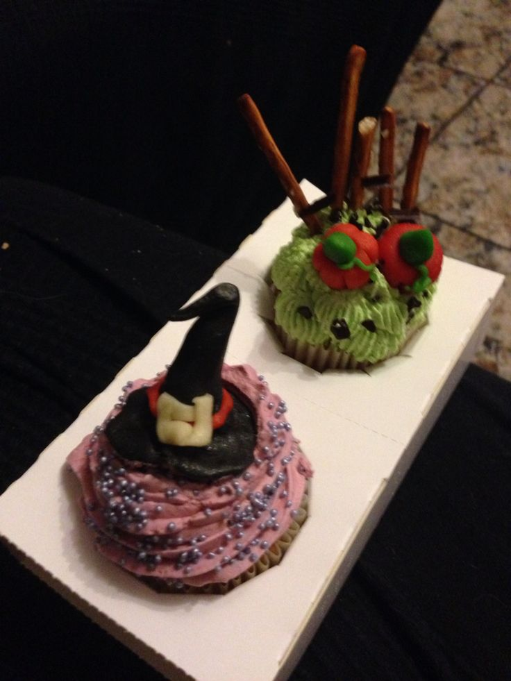 Halloween-y cupcakes