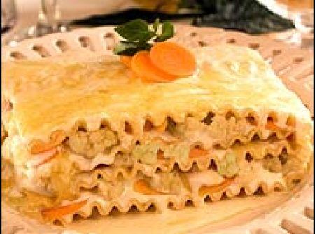 Receita de Lasanha de cenoura e couve-flor - lasanha Adria e com o molho. Espalhe a couve flor, a cenoura, a mussarela e o queijo parmesão. Cubra com o molho reservado. Faça camadas de...