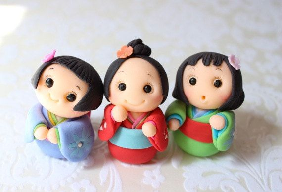Kokeshi Dolls Cupcake Toppers (6 Kokeshi Dolls, 1 Birthday Message Plate) via Etsy