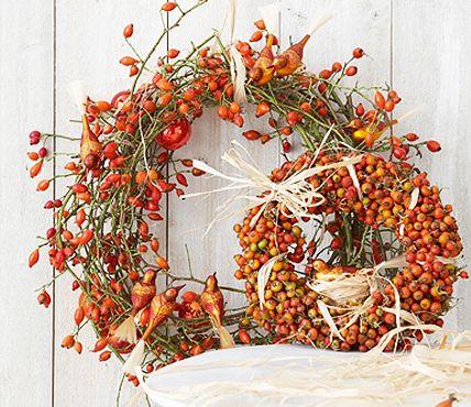 Kränze aus Hagebutte - Herbstkränze selber machen - [LIVING AT HOME]