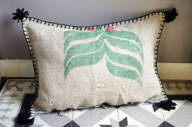 les 25 meilleures id es de la cat gorie sacs de caf en toile de jute sur pinterest sacs de. Black Bedroom Furniture Sets. Home Design Ideas