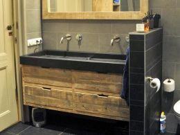 de Steigeraar :: Badkamer van steigerhout