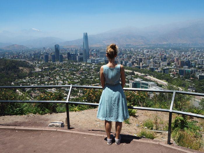 Herzlich Willkommen in Santiago de Chile. Die Hauptstadt von Chile hat einiges zu bieten. Wie ein Rohdiamant liegt sie fast in der Mitte des Landes.