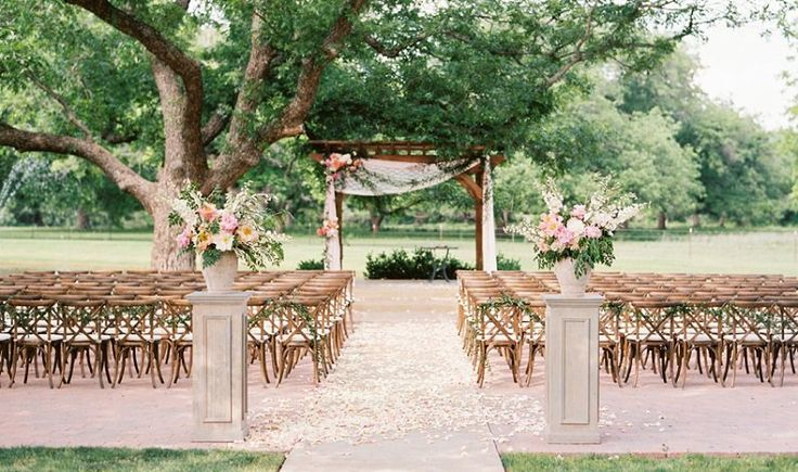 Find out the mistakes brides make when planning a daytime wedding on SHEfinds.com.