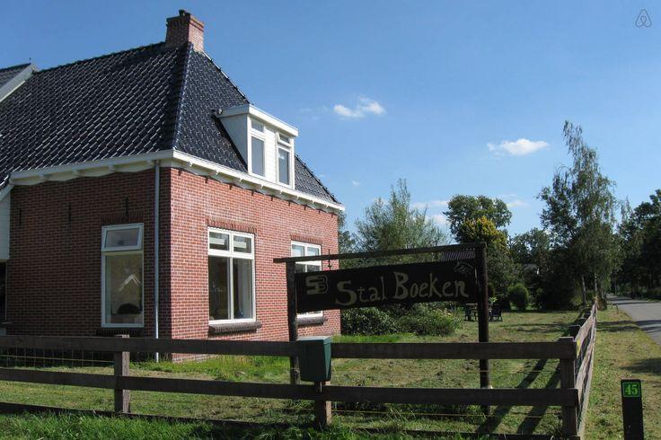 friesland. Paardenboerderij Stal Boeken, 4 slaapkamers, keuken, badkamer en heel veel tuin.