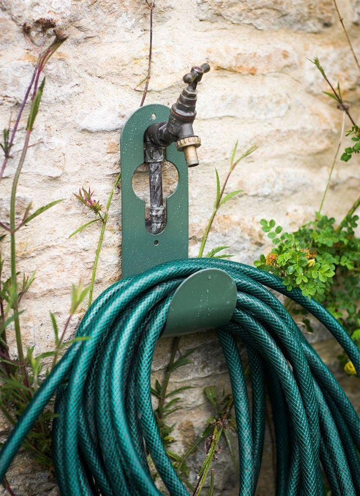 This Tap Hose Hanger in Thyme is perfect for keeping smaller hoses tidy