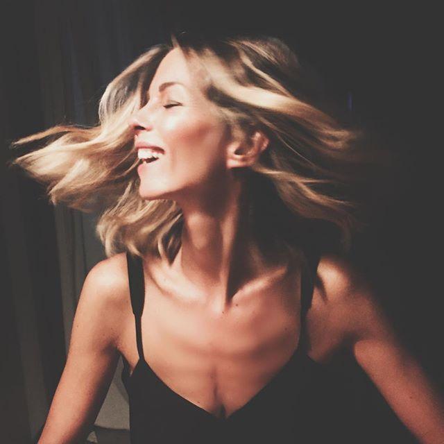Smile it can make you shine    #Tuttoilrestoènoia #keeponsmiling #smile #sunday #sunshine #smiling #beauty #happy #happiness #love #Mood #positive  #pose #beautiful #girly #shine #goodmorning by robertaruiu