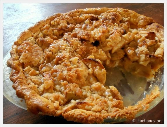 Dutch Apple Pie - made using a homemade or store bought crust and topped with an amazing crumb topping - via Jam Hands