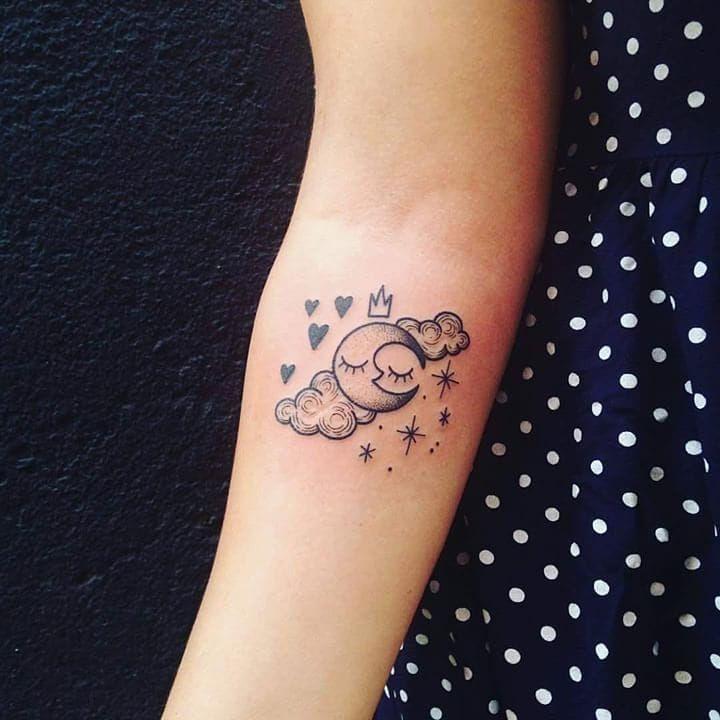 tatouage lune nuage tattoo moon clouds tatouages tattoos tatouage tatouages lune et. Black Bedroom Furniture Sets. Home Design Ideas