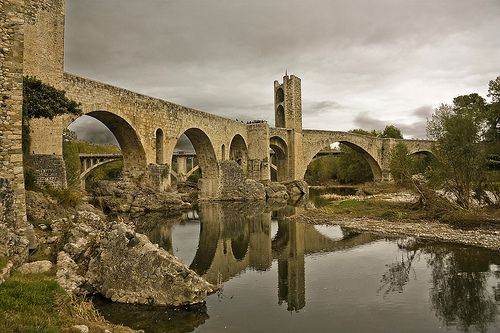 Pont Vell de Besalú (Old bridge Besalú - Catalonia), España / Spain