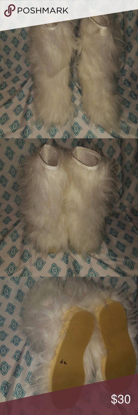 Colin stuart boots Colin stuart white furry boots Excellent condition-tiny cracks in the material around top Colin Stuart Shoes