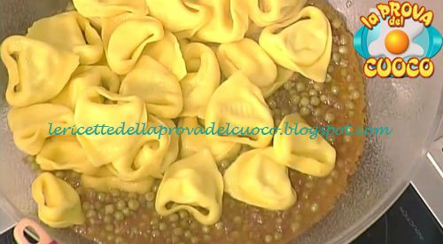 Tortelloni con ragù di piselli ricetta Alessandra Spisni