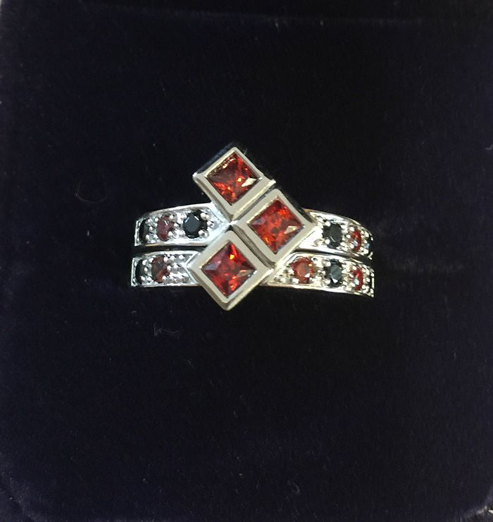 Harley Quinn engagement ring and weddinf band set (sold out)