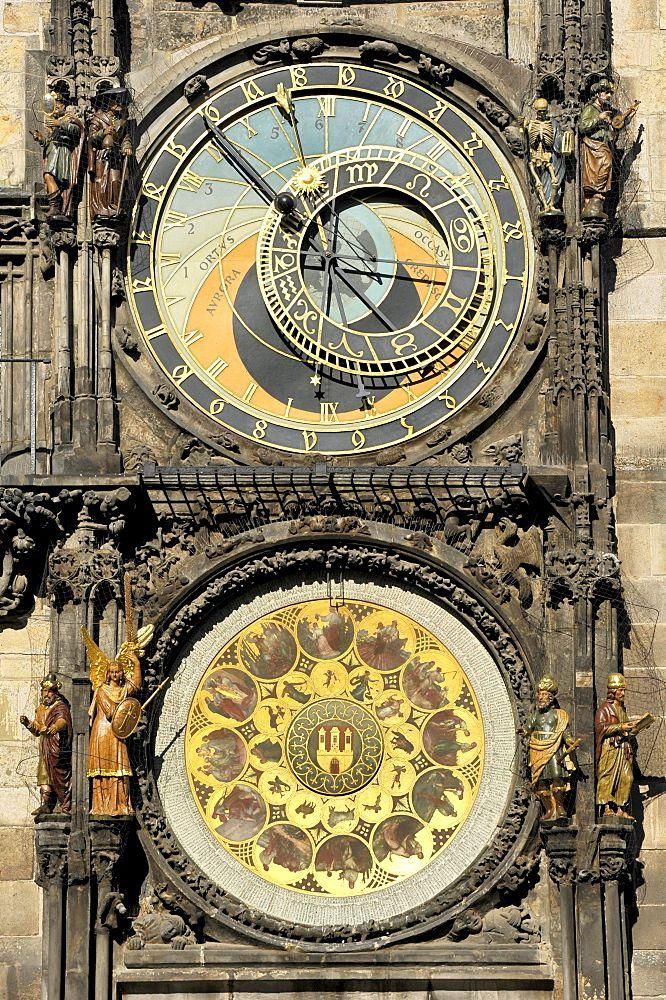 Praga Reloj astronómico en la torre del reloj de la Ciudad Vieja Ayuntamiento, Plaza de la Ciudad Vieja, distrito histórico, Praga, Bohemia, República Checa, Europa  Fotógrafo  Raimund Kutter