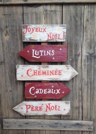 panneau de Noël avec flèches réalisé dans un esprit vintage design. Fait à partir de bois de palette (de taille différente), peint en blanc et rouge, poncé et lasuré pou - 19423496