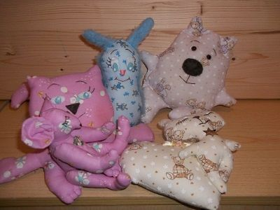 PDF 8 Soft toys creative projects These are creative fantasy projects. I hope you like them! PATTERNS: Sleeping Teddy Bear Bunny big pincushion or decoration for Easter Charlie and the mouse adopted Doofy little dog pincushion or decoration / collection Mouse Pincushion Bedtime Teddy Bear Bear Clown My little Mermaid. When sewing is fun ... The PDF is 42 color pages. Pattern is on a full size. Rossella Usai