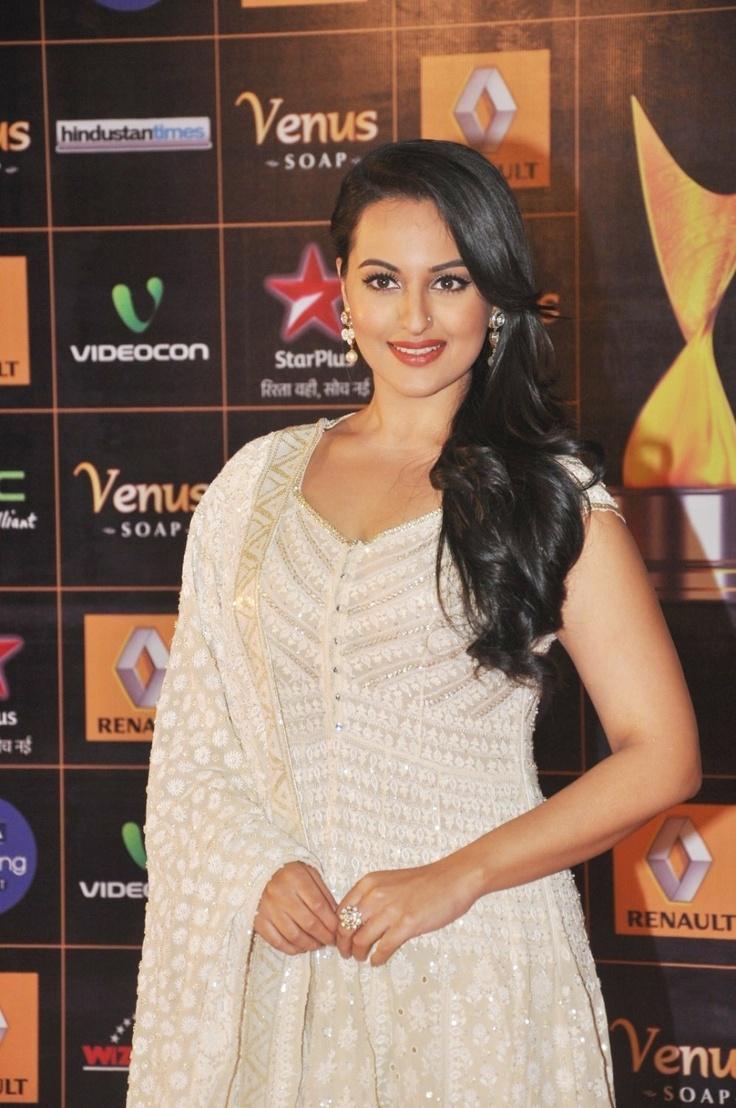 Soankshi Sinha  at  The Renault Star Guild Awards 2013.