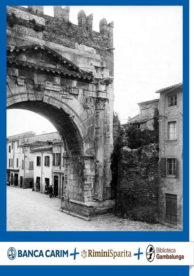 Rimini Sparita | L'Arco d'Augusto quando ancora era circondato dalla città.   #bancacarim #fotostoriche #riminisparita #rimini