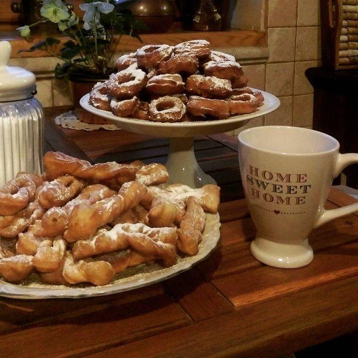 Witajcie 😘.Zgodnie z przesądem ,ten,kto nie zje niczego tłustego w TŁUSTY CZWARTEK ,nie będzie miał powodzenia w życiu.Lepiej nie ryzykować 😜 to smacznego dnia 🍩🍩🍩#dziendobry #tłustyczwartek #poranek #oponki #chrust #pączki#kawa#karnawał #morning #dayofdonuts #cakes #niceday☀️ #donuts 🍩#cofee☕