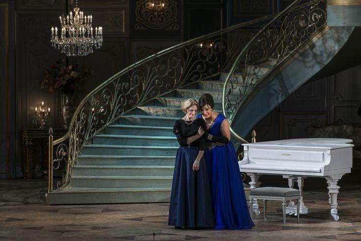 Cristina Eremia (Annina) şi Siphiwe McKenzie (Violetta)