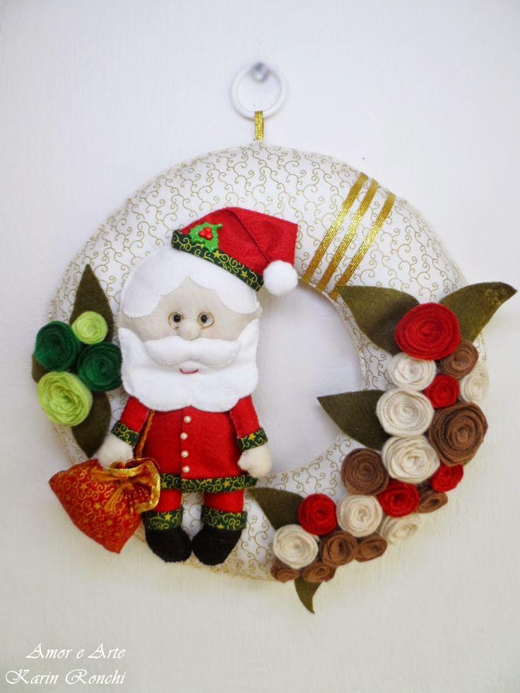 Guirlanda de Natal, em feltro e tecido - Papai Noel e flores