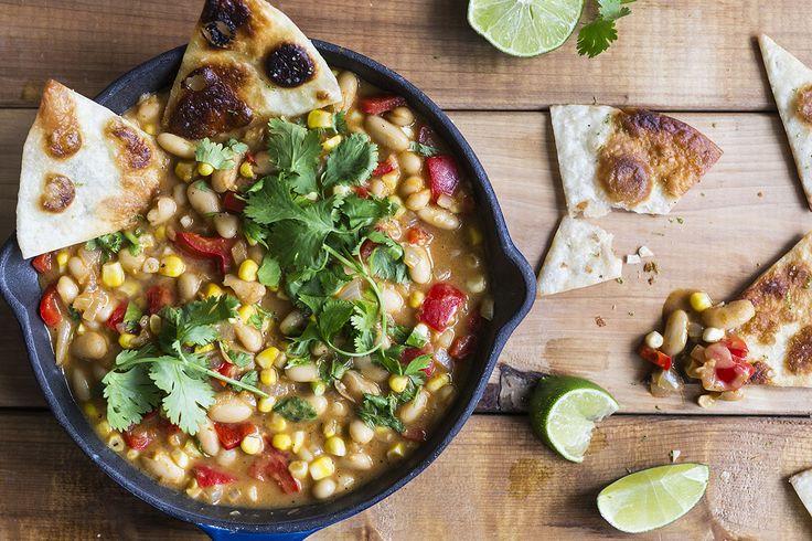 Chili blanc végétarien avec croustilles de tortillas