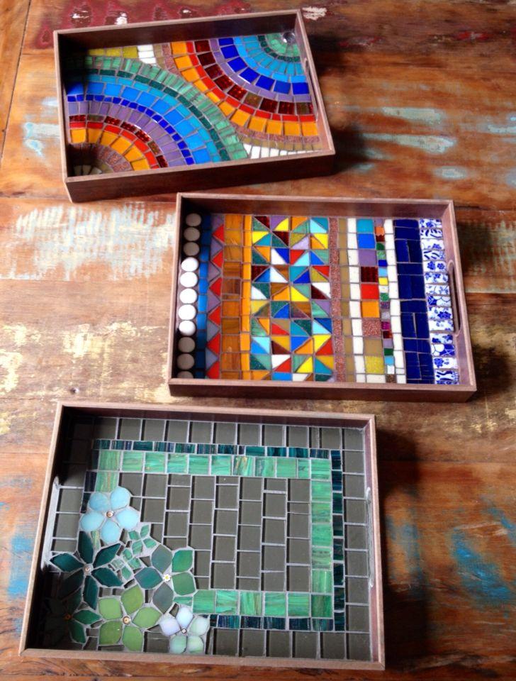 Bandejas coloridas em mosaico. By Schandra                                                                                                                                                                                 Mais
