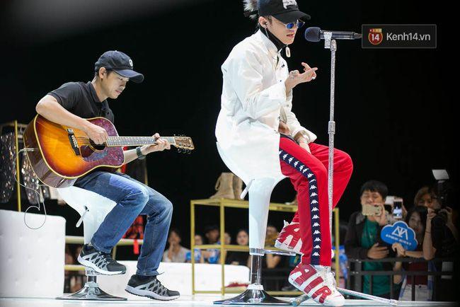 Sơn Tùng mang căn phòng truyền cảm hứng của mình chiêu đãi 300 fan trong buổi họp fan cuối năm - Ảnh 5.
