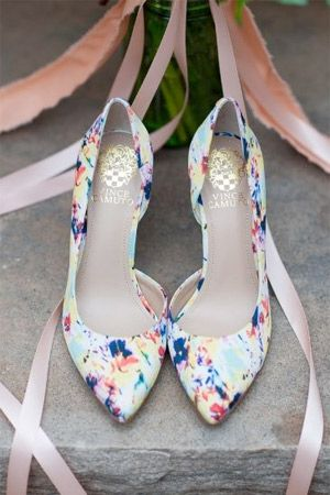 Le scarpe della sposa...queste invisibili sotto i lunghi abiti. Allora perchè non osare? Vivacizzate ogni vostro passo scegliendo tra una vasta gamma di colori, anche audaci e mai banali. www.matrimoniopartystyle.it IL TROVA LOCATION SU MISURA PER VOI