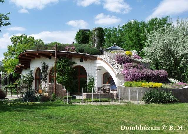 A négy évszak tükrében – Dombházam a Facebookon. Különleges fotóskísérlet: egy magyar organikus lakóház 365 napja | Életszépítők