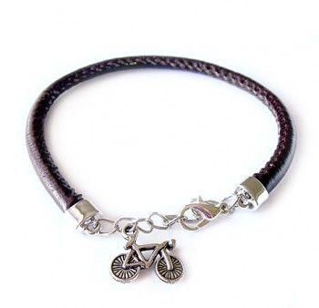 Bransoletka z brązowego rzemienia z zawieszką w kształcie roweru - trafiony prezent dla miłośników jazdy na rowerze.