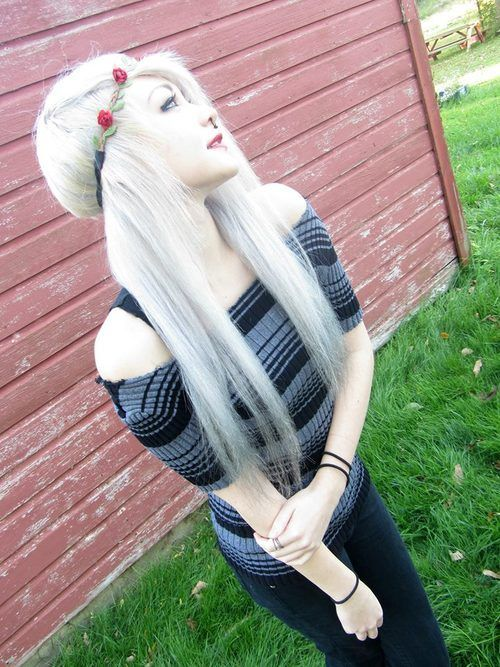Scene Girl Fashion Tip Nº18: Straighten that hair - http://ninjacosmico.com/22-style-tips-scene-girl/