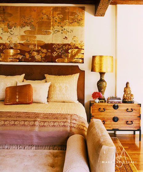 Golden tones in chinoiserie bedroom; Dominique Vorillon photo