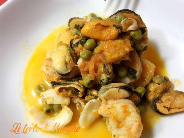 Oggi vi consiglio questo secondo piatto di Frutti di mare allo zafferano. Un piatto veloce da realizzare, molto gustoso, non perdetevi questa ricetta.......