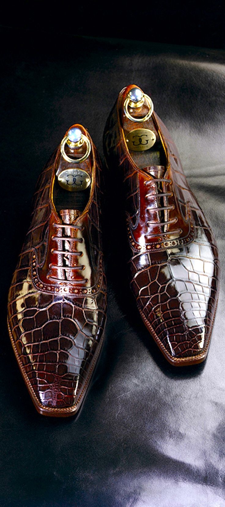 Here are a pair of bespoke Crocodile lace-up shoes by Gaziano Girling. The…