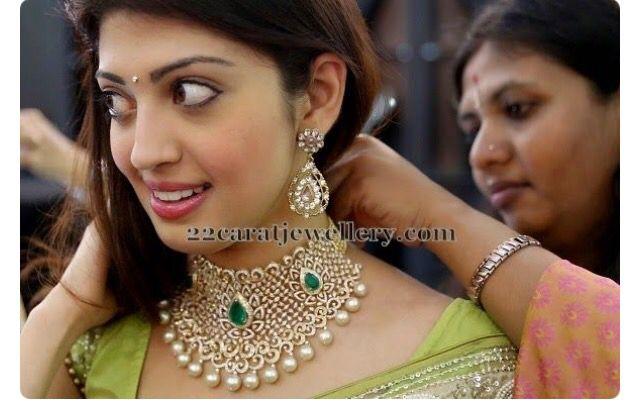 Lotus design diamond necklace