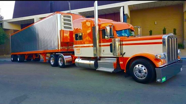 Peterbilt custom 389 with matchin reefer