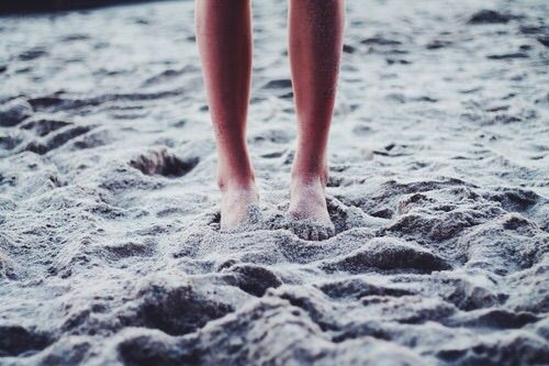 Image via We Heart It https://weheartit.com/entry/120968420/via/3132965 #beach #cold #feet #girl #grunge #hipster #indie #lace #ocean #phography #sand #sea #skin #soft #summer #tanned #vintage