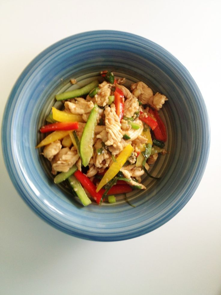Thai Basil Chicken | The Cooking Jar - A recipe for Thai basil chicken in a savory brown sauce with notes of kaffir lime leaves, bird's eye chilies and paired with fresh bell peppers. http://www.thecookingjar.com/thai-basil-chicken/